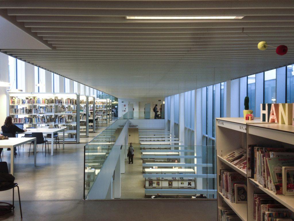 biblioteca-camp-de-larpa_pic1